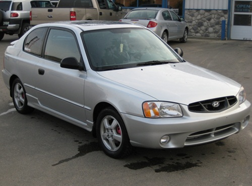 The posted image 2002_hyundai_accent_gs-pic-10300.jpeg